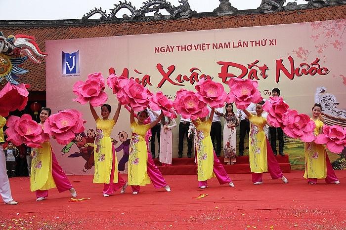 Nhà thơ Hữu Thỉnh, Chủ tịch Hội Nhà văn Việt Nam cho biết đây là dịp để giới trẻ thể hiện tài hoa, khí phách; thổi bùng ngọn lửa yêu nước luôn cháy sáng trong mỗi con người.