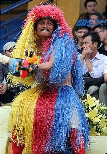 Anh Hoàng Minh, cổ động viên ruột của HAGL, mất đúng 1 ngày để đi ô tô từ Gia Lai về Hà Nội