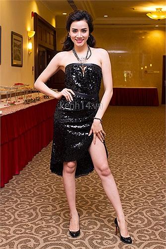 Siêu mẫu Trang Nhung cũng là một trong những tín đồ hàng hiệu của Vbiz, nhưng cô không có tần suất xuất hiện cùng phụ kiện xa xỉ nhiều như những tên tuổi kể trên.
