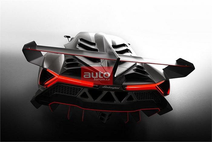 Không chỉ cực mạnh, siêu xe này còn sở hữu thiết kế vô cùng đặc biệt và độc đáo với cặp đèn pha cỡ lớn, chạy dài từ mũi xe tới bánh trước, cản trước hầm hố và các hốc hút gió lớn ở hai bên sườn xe, nóc xe. Toàn bộ thân xe được chế tạo từ sợi carbon.