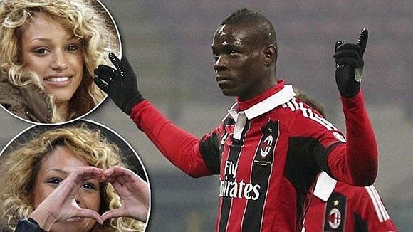 Mỗi khi ghi bàn, Balotelli đều hướng lên khán đài ăn mừng