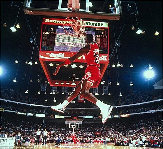 Hôm nay là sinh nhật lần thứ 50 của ông hoàng bóng rổ Michael Jordan