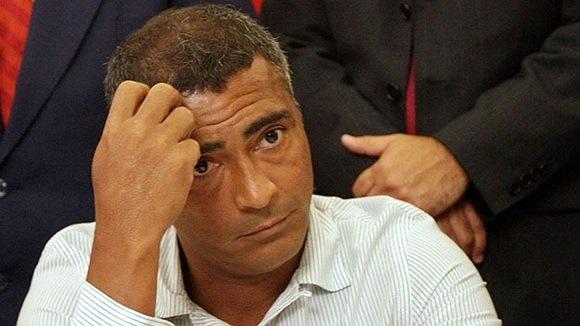 Romario quyết tâm kiện Vasco De Gama. Anh cho rằng đội bóng Brazil nợ mình 58 triệu peso lương, thưởng, bản quyền hình ảnh