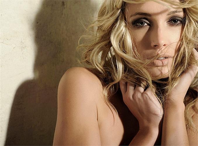 Reeva bắt đầu nghiệp người mẫu khi mới 14 tuổi. Năm 2006, cô chuyển tới Johannesburg sau khi được chọn là gương mặt đại diện của nhãn hiệu Avon.