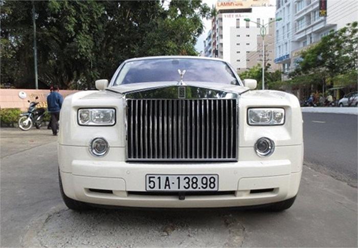 Phantom đời 2006-2007 chiếm phần lớn đơn giản bởi mức giá 'phải chăng', tầm 450.000-600.000 USD. Sang đời 2008, giá chạm gần 1 triệu USD. Còn nếu là 2009-2010 thì chắc chắn trên 1 triệu USD.(Theo Vnexpress)