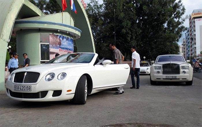 Cùng du xuân xuống Nha Trang với GTC Speed là mẫu siêu sang Rolls-Royce Phantom.(Theo Vnexpress)