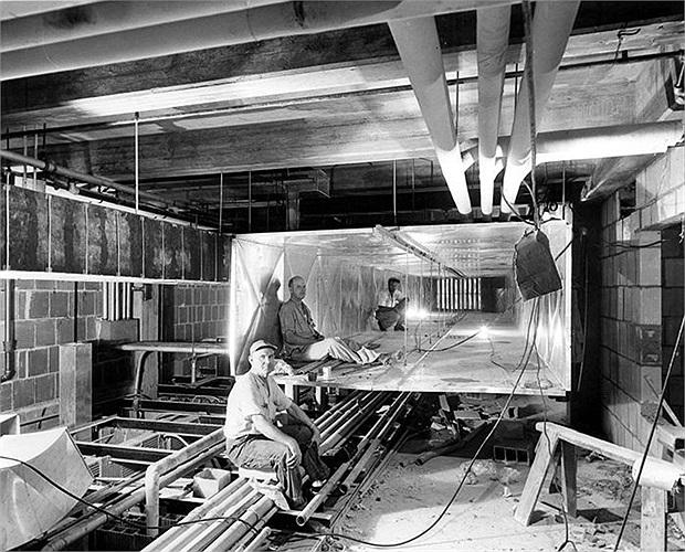 Hệ thống thông gió khổng lồ, đủ cho các công nhân ngồi thoải mái trên nóc tòa nhà
