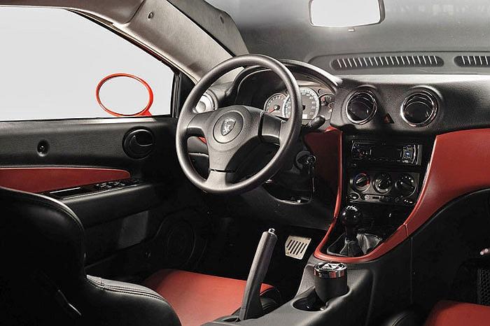 Trang bị trên phiên bản tiêu chuẩn chỉ dừng lại ở các tính năng cơ bản như hệ thống phanh ABS, điều hoà, sấy gương, hệ thống radio, ghế da, bộ mâm đúc và 2 túi khí,…