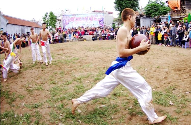 Đối với cầu bé, rất nhiều trường hợp cầu thủ nhanh chóng lấy được cầu và chạy thẳng về đích (Theo Thể thao & Văn hóa)
