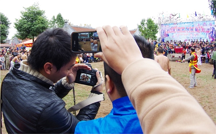 Sự sôi động của lễ hội này khiến hàng năm nào sân đình Thúy Lĩnh, Hà Nội cũng phải đón nhận một lượng lớn du khách đến xem và cổ vũ. (Theo Thể thao & Văn hóa)