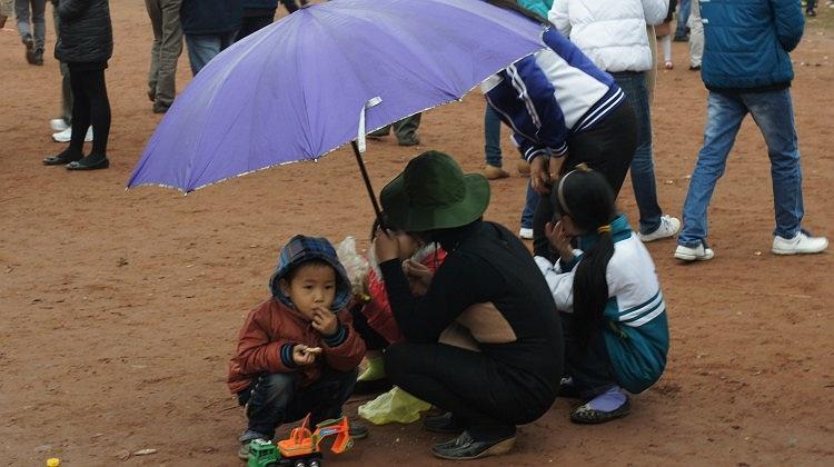 Nhiều gia đình từ nơi xa đến tham dự Hội Lim