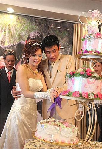 Còn Hiệp gà nhanh chóng vui duyên mới, vợ hai của anh là Thu Trang. Đám cưới lần thứ 2 của Hiệp ấm cúng với nhiều bạn bè nghệ sỹ.