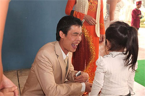 Tuy nhiên, Thu Trang, vợ mới của Hiệp ngay sau đám cưới đã bị tung những hình ảnh ăn chơi, không đẹp đẽ.
