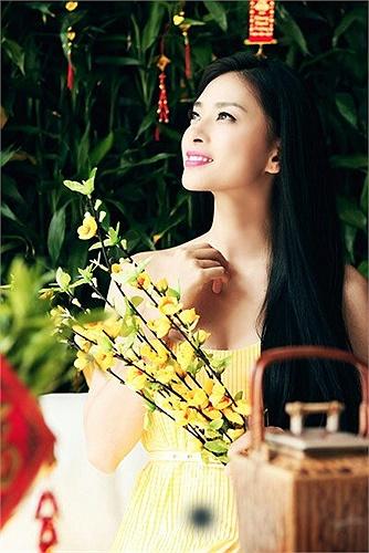 Ngô Thanh Vân mong manh trong nắng xuân.