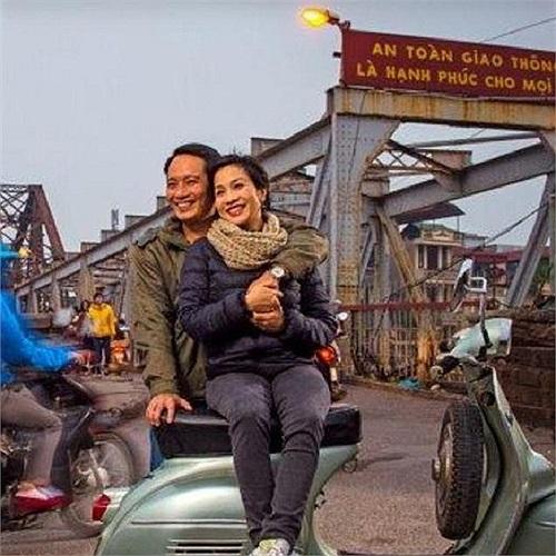Bức ảnh hiếm hoi và rất đẹp của diva Mỹ Linh và nhạc sĩ Trương Anh Quân thuở hai người mới yêu. Cặp đôi này không chỉ thành công trong sự nghiệp, mà còn hạnh phúc viên mãn trong cuộc sống đời thường.