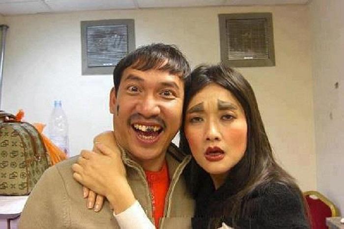 Nhắc đến Quang Thắng người ta thường gắn liền với cái tên Vân Dung. Cặp đôi thân thiết cả ngoài đời và trên sân khấu hài kịch này luôn mang lại tiếng cười sảng khoái cho khán giả.