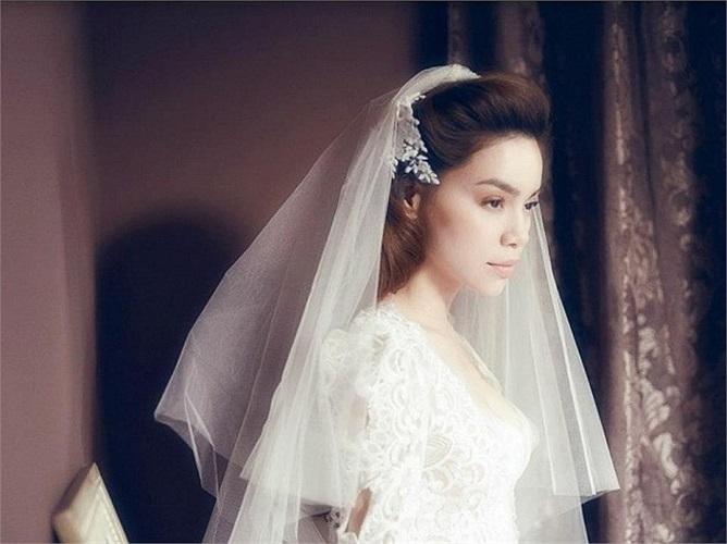 Mới đây, nữ HLV The Voice xuất hiện trong một bộ ảnh cưới cực đẹp. Trong sắc trắng thuần khiết của váy cưới, Hồ Ngọc Hà tràn đầy rạng rỡ và hạnh phúc.