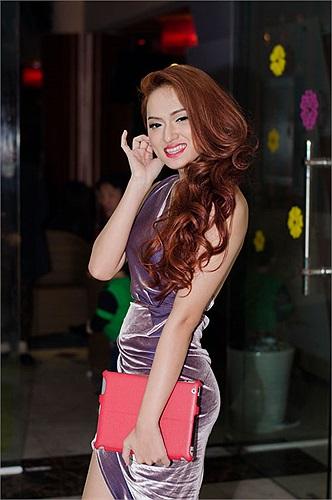 Dẫu không lọt vào top 3 của Idol mùa giải 2012 nhưng có thể nói, Hương Giang với sự nữ tính của mình cùng lai lịch là người đẹp chuyển giới đã trở thành một trong những điểm nhấn thú vị.