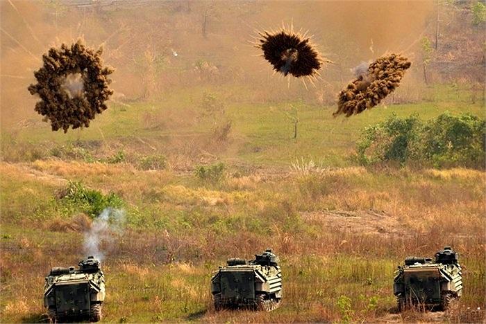 Súng phóng lựu 40 mm, súng trường 12.7 mm và đặc biệt là pháo 25 mm