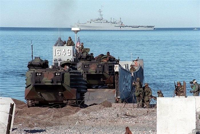 Với chức năng đổ bộ, AAV không bao giờ di chuyển quá xa tàu mẹ