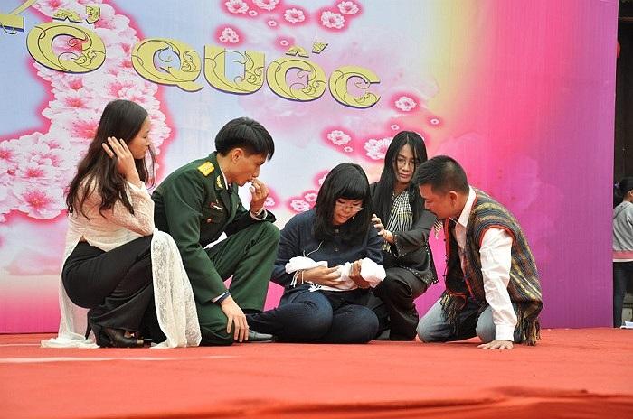 Link hương cửu kiếm, nhóm 9 nhà thơ trẻ trong lĩnh vực thi ca của Việt Nam trên sân thơ trẻ Ngày thơ lần thứ 11.