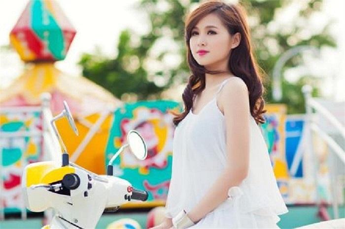 Hotgirl Tâm Tít trung thành với phong cách tạo dáng chụp ảnh sau nhiều năm làm 'hotgirl'.