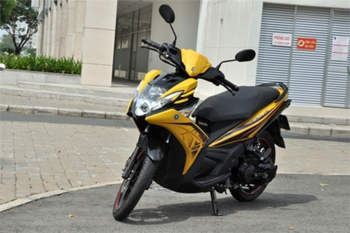 Yamaha Nouvo, đối thủ trực tiếp của Air Blade này đã có thời hoàng kim nhờ khai thác trúng niềm đam mê của giới trẻ qua thiết kế cá tính, phong cách thể thao, góc cạnh.