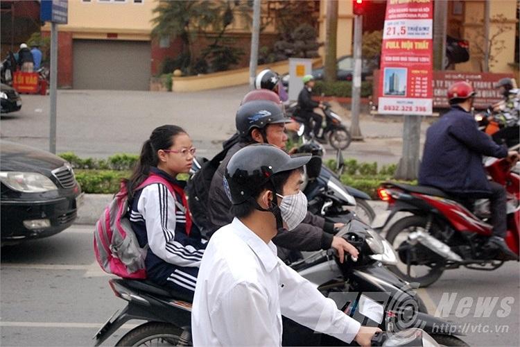 Mũ không đảm bảo an toàn cho người tham gia giao thông.