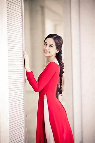 Những bức ảnh khoe vẻ tươi trẻ căng tràn sức sống của Hoa hậu Việt Nam 2006.