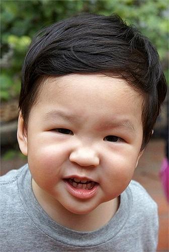 Con trai Đan Lê - Khải Anh cực đáng yêu và rất giống bố.