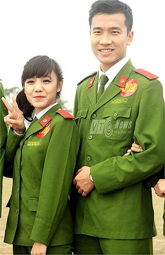 Nữ sinh Nguyễn Ngọc Bích tạo dáng xì tin