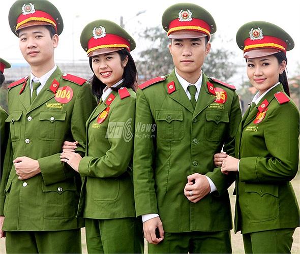 Trong trang phục của ngành, những sinh viên Học viện Cảnh sát vô cùng rạng rỡ
