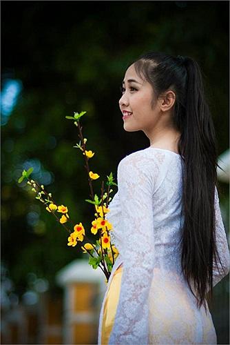 Cô gái này cũng có duyên với các giải thưởng khi vừa giành giải 3 cuộc thi Nét đẹp học sinh - sinh viên Đà Nẵng 2012, giải 3 It's me do báo HHT tổ chức.