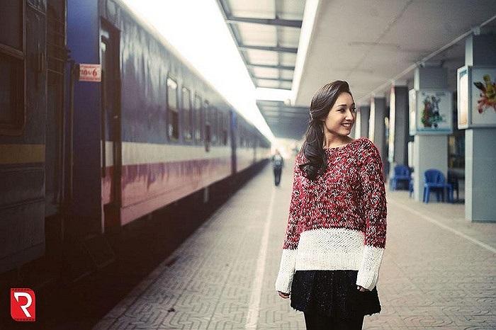 Cô ca sĩ trẻ đang là món ăn lạ miệng của showbiz, sau những MV ra mắt, Anna Trương là cái tên được khá đông bạn trẻ yêu mến.