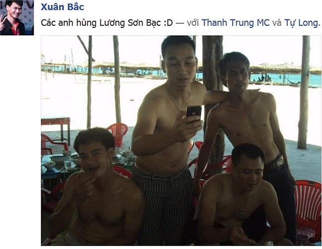 Anh hùng Lương Sơn Bạc: Tự Long, Thành Trung, Xuân Bắc. Những anh hùng này gặp nhau là phải bán nude như thế này.