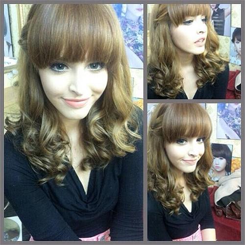 Hotgirl Andrea khoe tóc mới, mái được cắt bằng rất đáng yêu và trẻ trung.