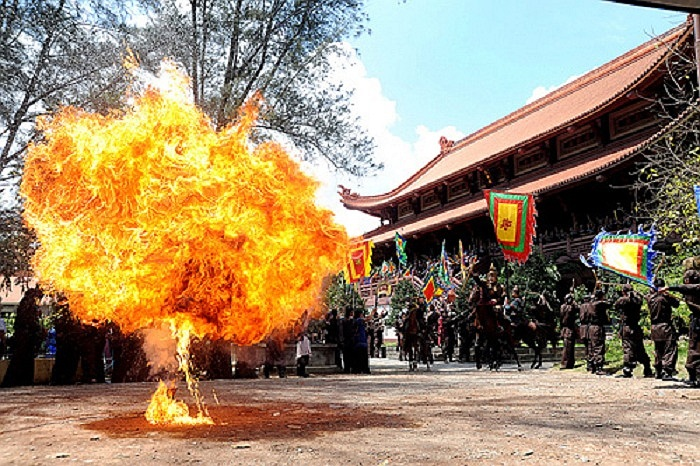 Phim Tây Sơn hào kiệt cũng đều do Lê Minh Phương thực hiện các cảnh khói lửa.