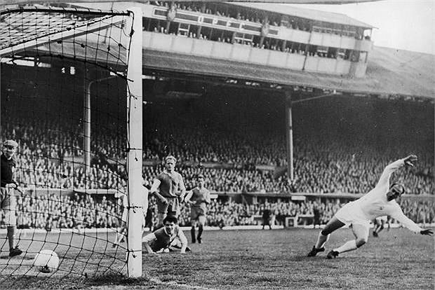 Một huyền thoại của Real, Di Stefano đã có 307 bàn thắng cho Kền kền trắng. Ông chỉ xếp sau Raul về thành tích dội bom