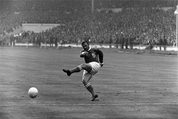 Cái chân trái ma thuật giúp Ferenc Puskas ghi được đến 358 bàn trong 374 lần ra sân cho Budapest Honved