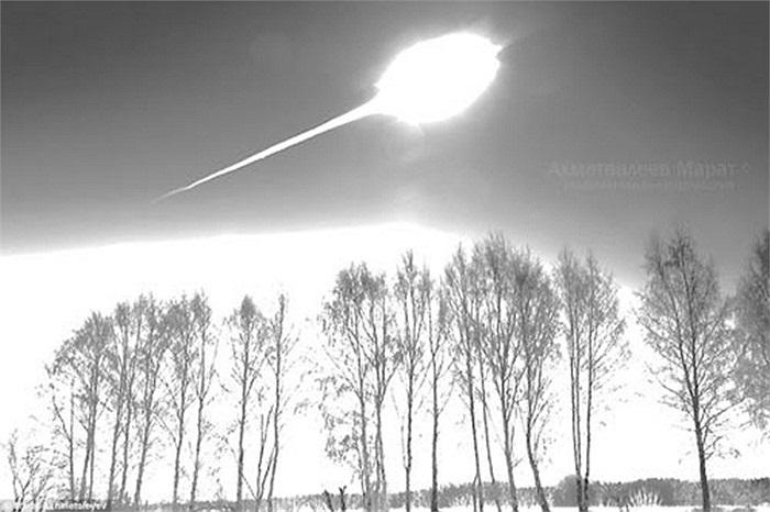 Sau đó tôi nhớ ra rằng truyền thông có đưa tin về khả năng một hành tinh nhỏ đang tiếp cận trái đất. Tiếp đó, tôi lại nghĩ đến khả năng một máy bay gặp nạn'.