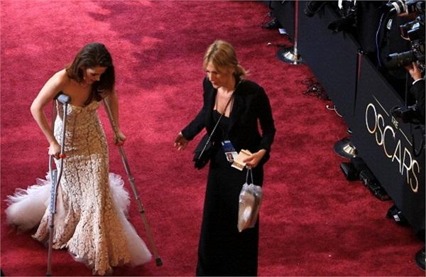 Thậm chí còn có tin, trước khi Oscar diễn ra vài ngày, Kris còn đến và tập tạo dáng trên thảm đỏ.