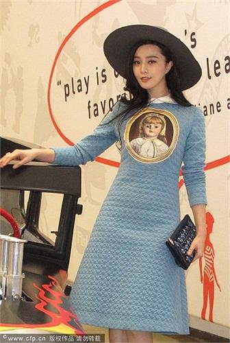 Người phụ trách xưởng sản xuất cho biết: 'Phạm Băng Băng là diễn viên châu Á đầu tiên mà chúng tôi đón tiếp, hình tượng của cô ấy đã cho chúng tôi rất nhiều ý tưởng'.