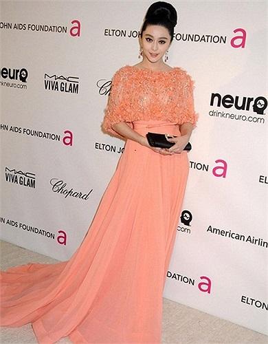 Cùng với những kiều nữ  Irina Shayk, Heidi Klum, Miranda Kerr… Băng Băng đã lọt vào danh sách những mỹ nhân ăn mặc táo bạo nhất Oscar 2013.