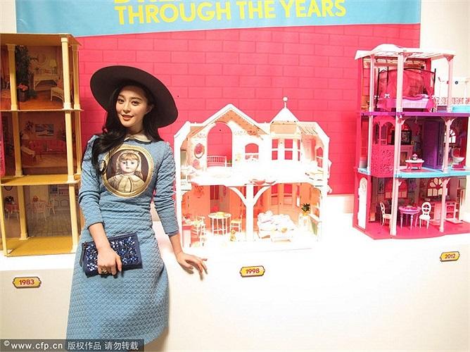Xưởng sản xuất búp bê Barbie là điểm dừng chân cuối cùng của Phạm Băng Băng trong chuyến đi Mỹ lần này.