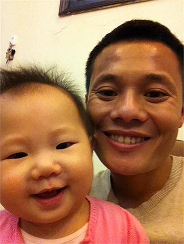 Lương 'dị' lên mạng khoe con gái với lời bình hóm hỉnh: 'Hai anh em trai'