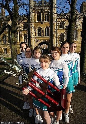 Trường Cambridge vừa đoạt cúp vô địch quốc gia.