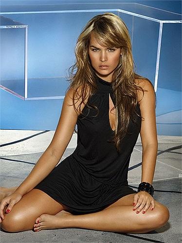 Người đẹp Latin đã từng là người mẫu cho nhiều hãng thời trang danh tiếng như: Phax, Ryocco...