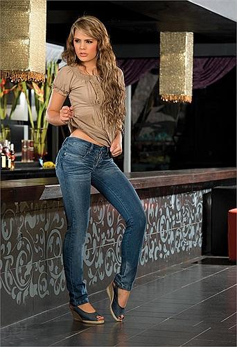 Chiều cao 1m72 không thực sự lý tưởng đối với nghề người mẫu nhưng không vì thế Melissa mất đi độ hot của mình ở Colombia.