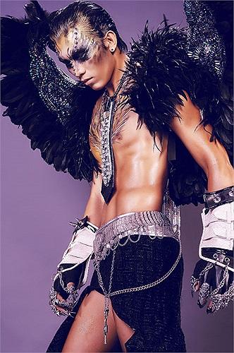 Siêu mẫu Ngọc Tình và người mẫu Minh Trung (giải nhất cuộc thi Fidol 2012) mới thực hiện bộ hình khá độc đáo có tên gọi 'Sức mạnh tiềm ẩn'.