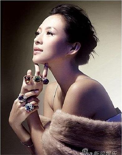 Phạm Băng Băng bỏ xa vị trí thứ hai - 'ngọc nữ' Chương Tử Di với mức giá 1,1 triệu NDT (3,6 tỷ VND).